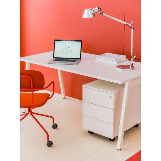 OGI M (A-lábas, merevítő gerendás) 140 x 70   fehér láb / fehér asztallap