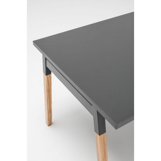 OGI W (tömörfa A-lábas, merevítő gerendás) 140 x 70   kőris láb / antracit asztallap / antracit váz